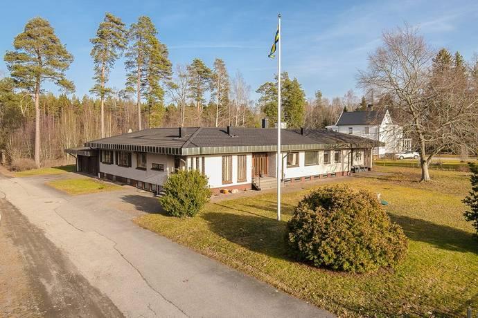Bild: 6 rum villa på Ledsjövägen 9, Götene kommun Lundsbrunn