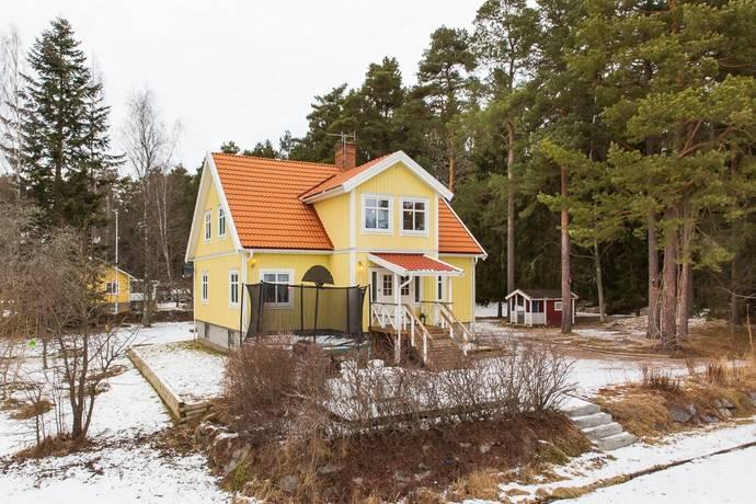 Bild: 8 rum villa på Mellevivägen 4, Enköpings kommun Fjärdhundra