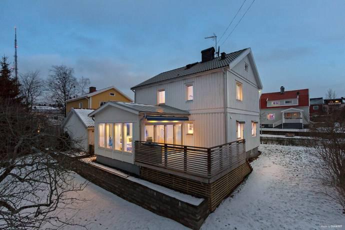 Bild: 5 rum villa på Flinkenfältsgatan 9, Trollhättans kommun Strömslund