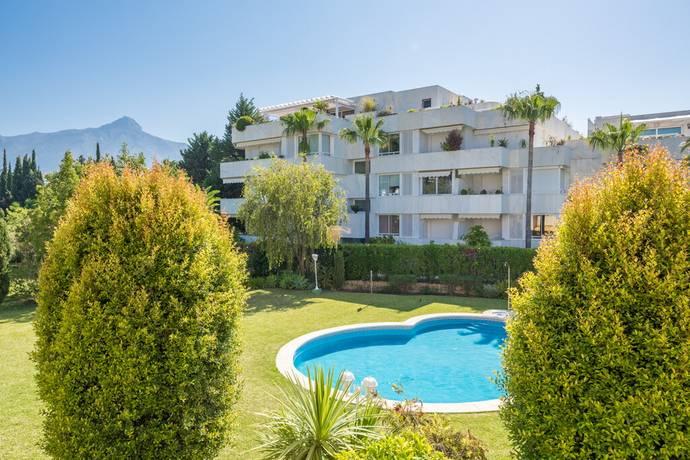 Bild: 4 rum bostadsrätt på Underbar marklägenhet i två plan med poolvy, Spanien Nueva Andalucia
