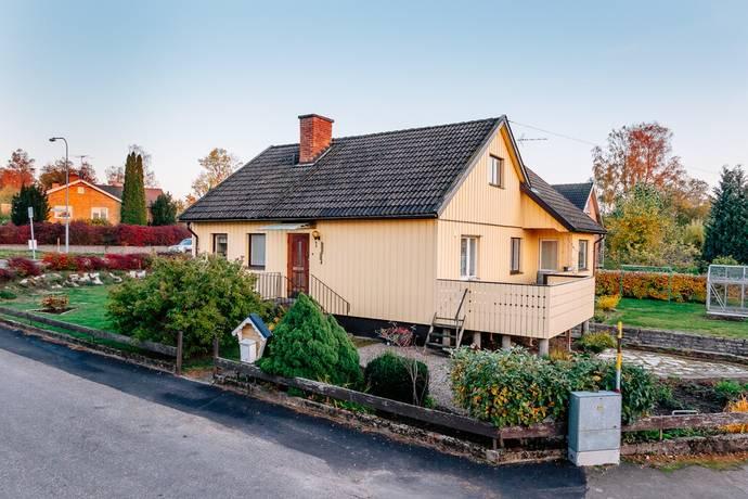 Bild: 7 rum villa på Uddegatan 1, Karlsborgs kommun Mölltorp