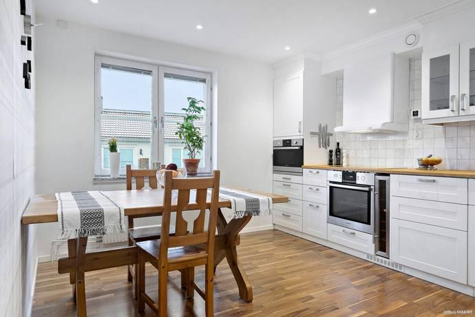 Bild: 2 rum bostadsrätt på Engelbrektsvägen 129, Vallentuna kommun Södra Haga