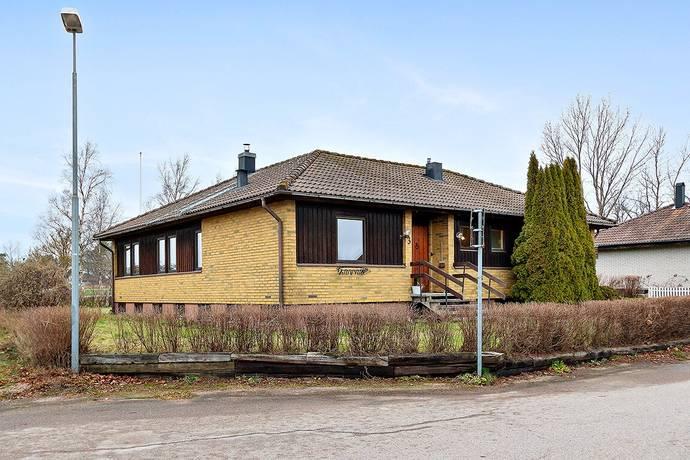 Bild: 5 rum villa på Björnbärsvägen 3, Vänersborgs kommun Brålanda