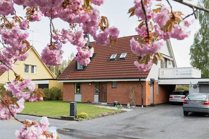 Bild: 5 rum villa på Stenstugevägen 12, Örebro kommun Adolfsberg