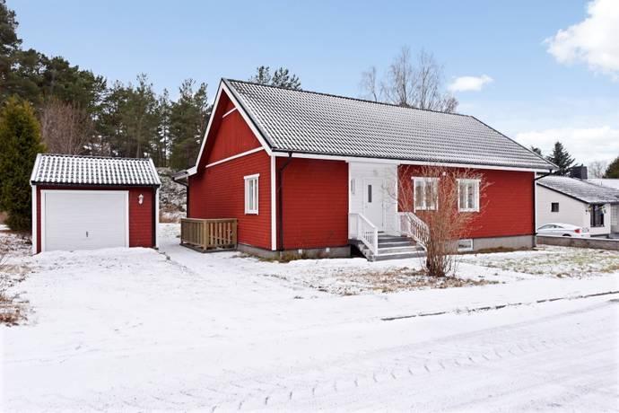 Bild: 9 rum villa på Svanvägen 6, Nyköpings kommun Rosenkälla
