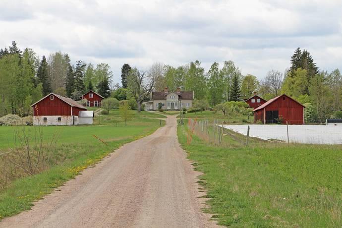 Bild: gård/skog på Forsta, Hallstahammars kommun
