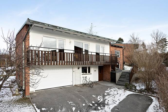 Bild: 8 rum villa på Loviselundsvägen 130, Stockholms kommun Hässelby Södra Villastad