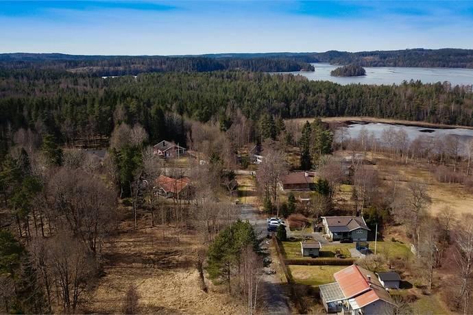 Bild: tomt på Lyckevägen 11, Alingsås kommun Närsbo