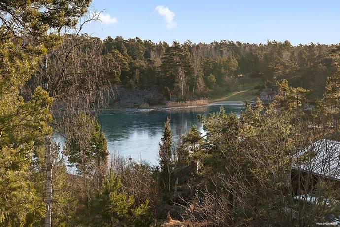 Bild: tomt på Lövtorpsvägen 30, Värmdö kommun Djurhamn
