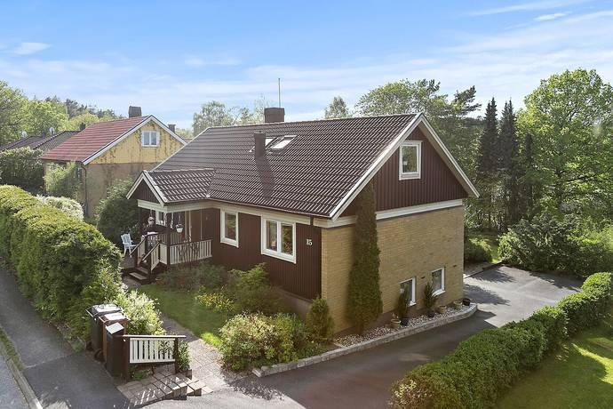 Bild: 139 m² villa på Urbergsvägen 15, Härryda kommun Mölnlycke