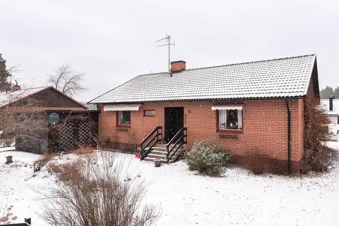 Bild: 6 rum villa på Granitvägen 18, Mjölby kommun Slomarp