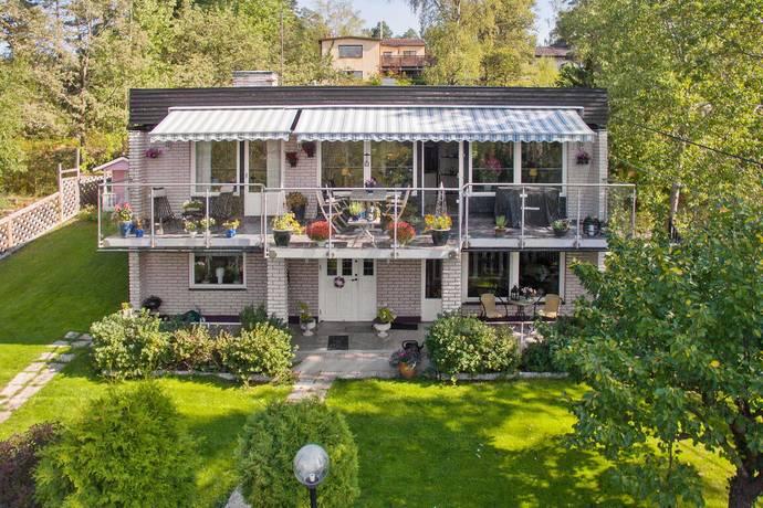 Bild: 6 rum villa på Gnejsvägen 24, Huddinge kommun Stuvsta - Snättringe