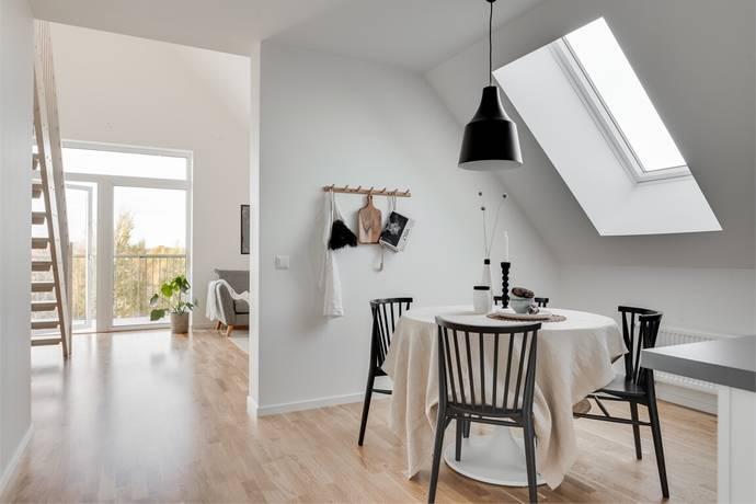 Bild: 2 rum bostadsrätt på Lillbackavägen 15, Örebro kommun Södra Ladugårdsängen