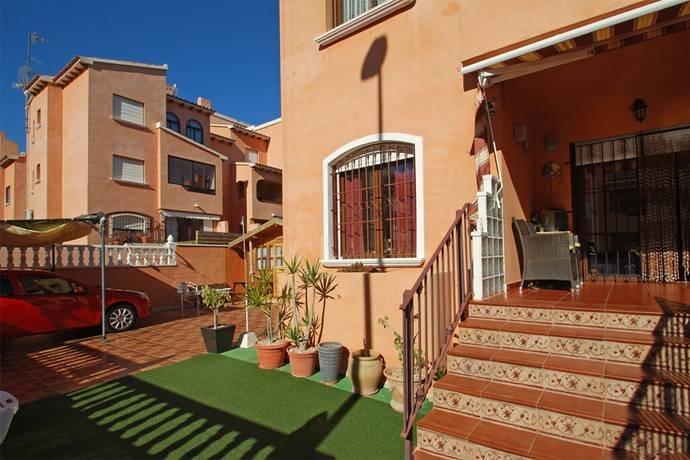 Bild: 3 rum bostadsrätt på Lägenhet i markplan med 2 sovrum och stor tomt i Torrevieja., Spanien Torrevieja - Torrevieja
