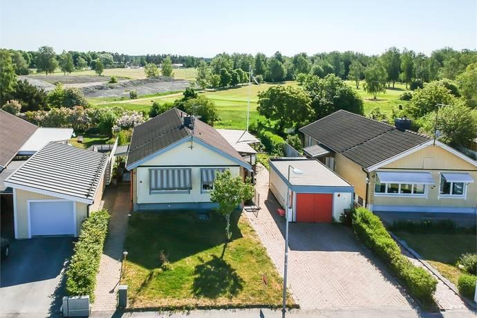 Bild: 5 rum villa på Lingongatan 41, Enköpings kommun Fanna