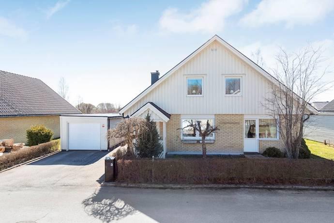 Bild: 6 rum villa på Wallenstråles väg 50, Kumla kommun Centralt