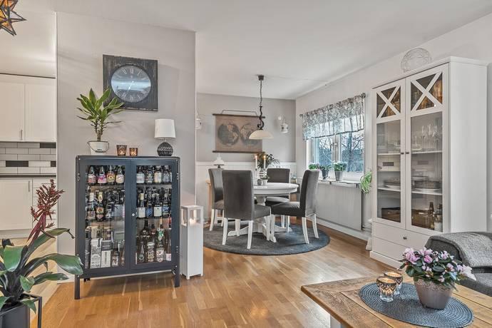 Bild: 3 rum bostadsrätt på Knutbyvägen 33B, Norrtälje kommun Öster Knutby