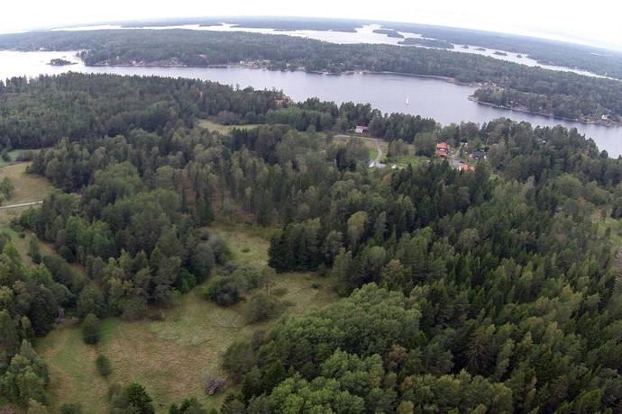 Bild: tomt på Bergshyddevägen 74, Norrtälje kommun Blidö