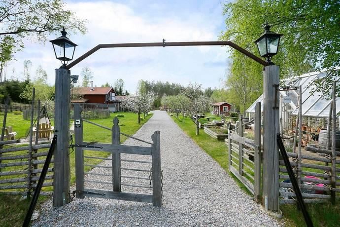 Bild: 6 rum villa på Breven 430, Örebro kommun