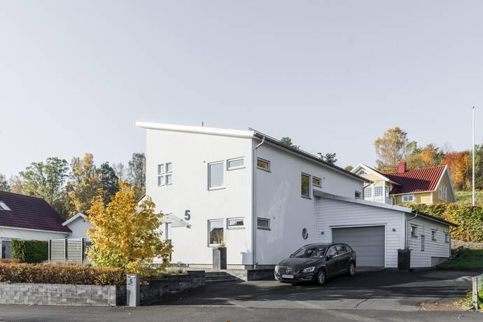 Bild: 5 rum villa på Västhorjavägen 5, Värnamo kommun Centralt Folkhögskolan