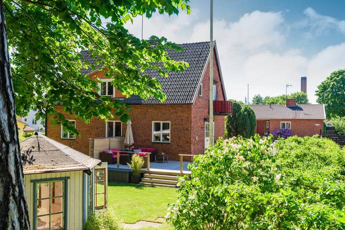 Bild: 8 rum villa på Hållstavägen 19, Nyköpings kommun Lasarettsområdet