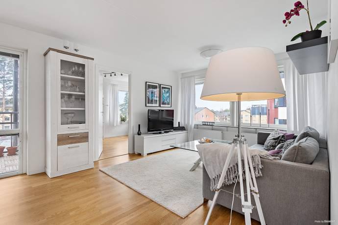 Bild: 3 rum bostadsrätt på Nybergsvägen 3, 1 tr., Järfälla kommun Jakobsberg