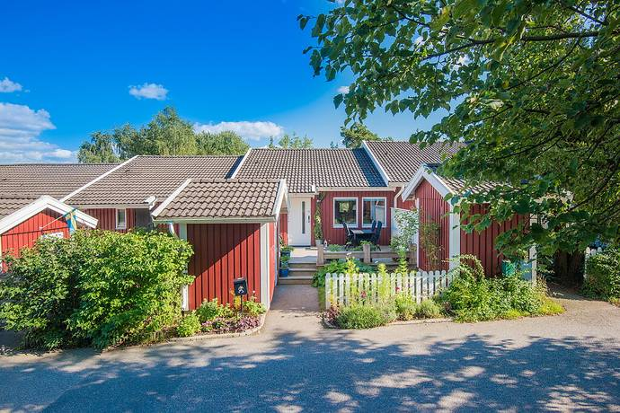 Bild: 4 rum radhus på Månskensvägen 225, Botkyrka kommun Östra Tullingeberg