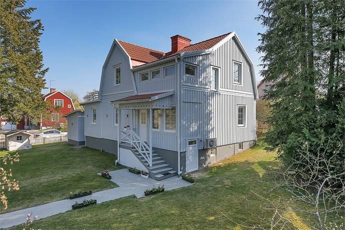 Bild: 6 rum villa på Bjurstorpsgatan 9, Katrineholms kommun Väster