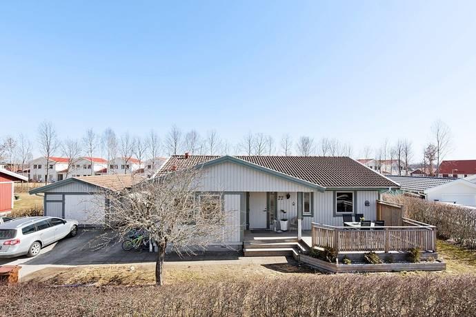Bild: 4 rum villa på Slåttergatan 22, Kumla kommun Korsta