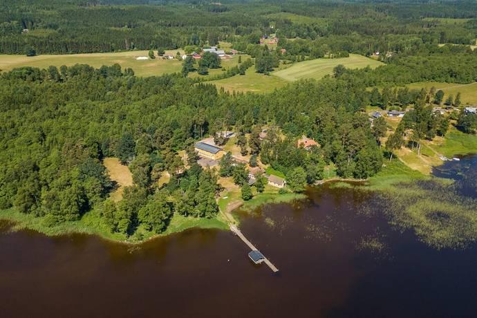 Bild: gård/skog på Tvärredslund 213, Ulricehamns kommun