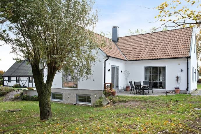 Bild: 10 rum villa på Bussjö backe  85-12, Ystads kommun Bussjö
