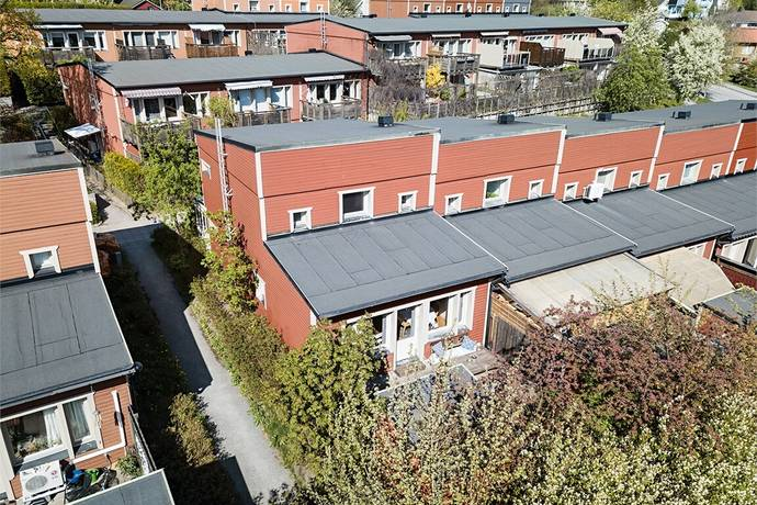Bild: 5 rum radhus på Älvdalsvägen 83, Stockholms kommun Hässelby Norra Villastad