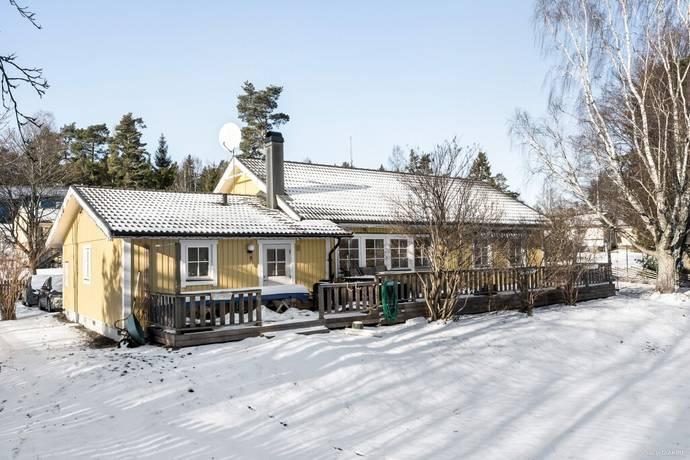 Bild: 6 rum villa på Rödsysslevägen 4, Österåkers kommun