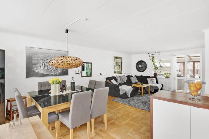 Bild: 5 rum radhus på Hällsbovägen 61, Sigtuna kommun Hällsbo