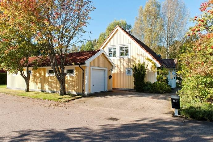 Bild: 6 rum villa på Senapsvägen 1, Karlstads kommun Stodene