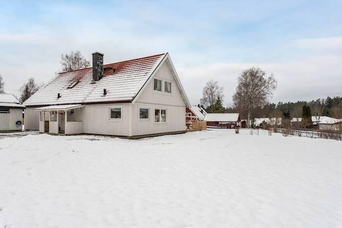 Bild: 8 rum villa på Petterslundsvägen 10, Nynäshamns kommun