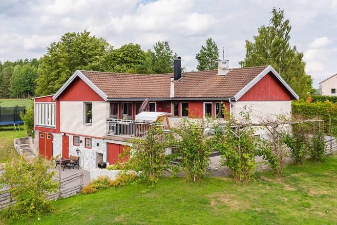 Bild: 9 rum villa på Runebyvägen 7, Flens kommun Vadsbro