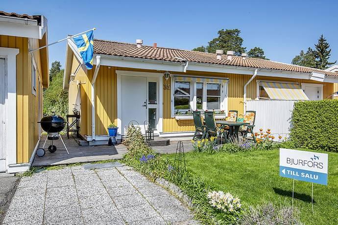 Bild: 4 rum radhus på Rosenhillsvägen 35, Upplands Väsby kommun Bollstanäs