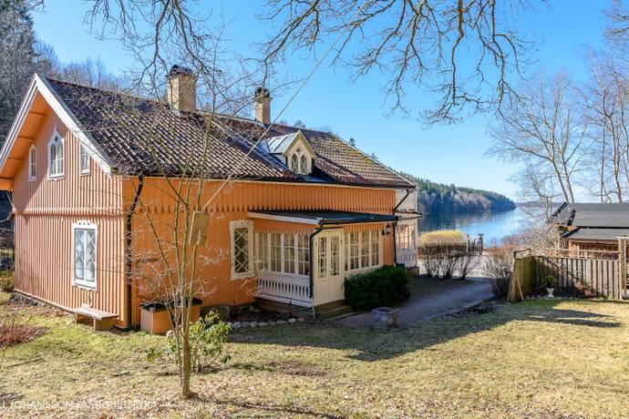 Bild: 8 rum villa på Hallunda Gårdsväg 108, Botkyrka kommun Nedre Hallunda