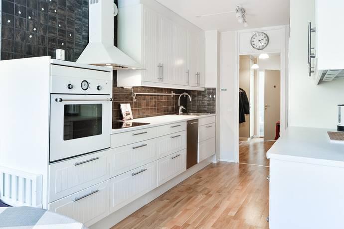 Bild: 2 rum bostadsrätt på Hallonvägen 62, 1tr, Upplands-Bro kommun Tibble - Kungsängen