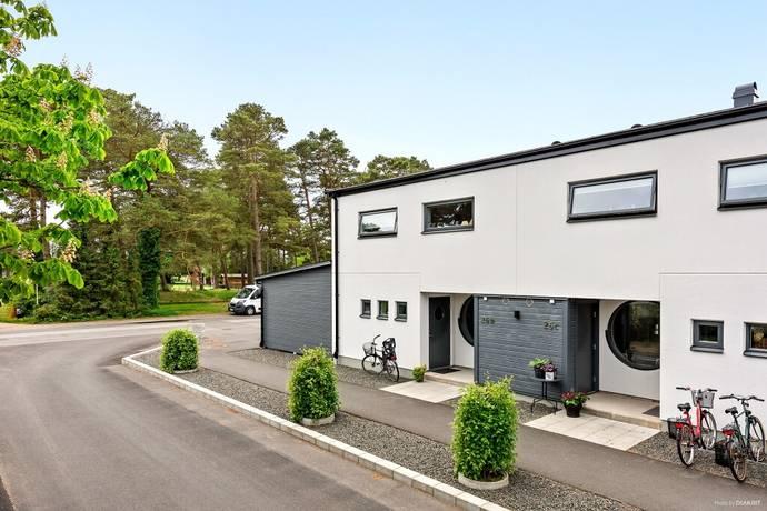 Bild: 5 rum radhus på Talgoxevägen 26 D, Kristianstads kommun Åhus-Täppet