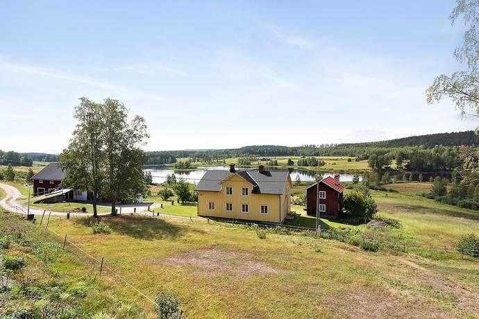Bild: 7 rum villa på Henninge 820, Söderhamns kommun HOLMSVEDEN