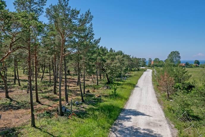 Bild: tomt på Sanda Fyrbåksvägen 8, Gotlands kommun Sanda Västergarn