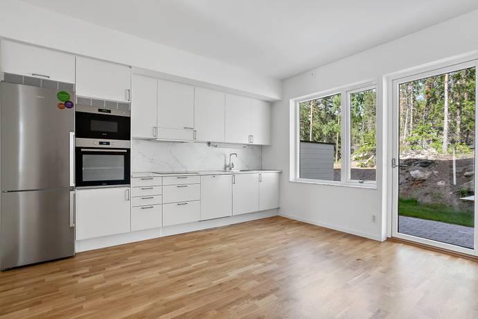 Bild: 2 rum bostadsrätt på Tant Gredelins Väg 33B, Botkyrka kommun Uttran - Sandstugan