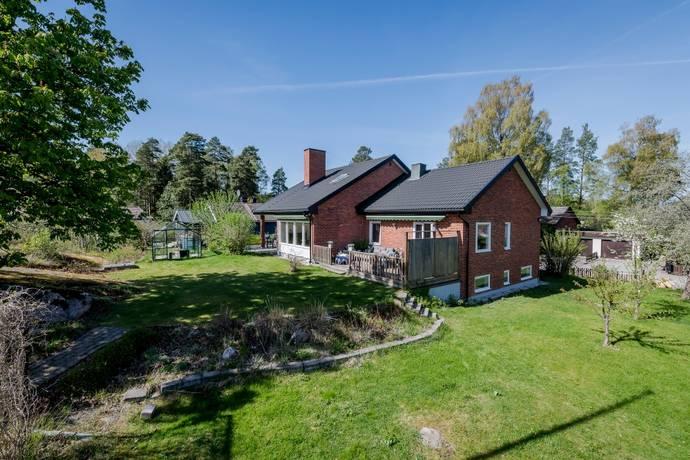 Bild: 9 rum villa på Bergfotsvägen 25, Täby kommun Östra vallabrink