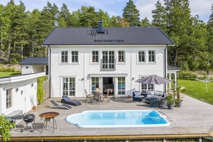 Bild: 180 m² gård/skog på Överforsvägen 83, Nynäshamns kommun Ösmo