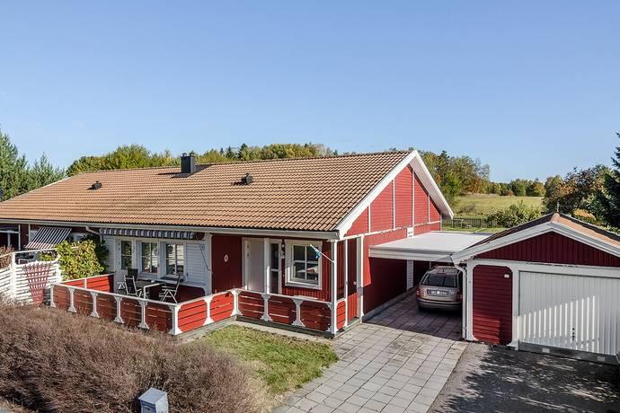 Bild: 3 rum villa på Kvarnstensvägen 18, Håbo kommun Bålsta - Broby backar