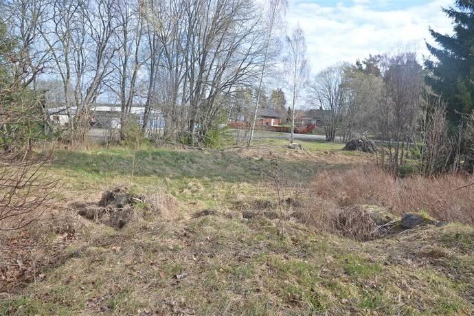 Bild: tomt på Råbyvägen 9 A, Enköpings kommun Fjärdhundra