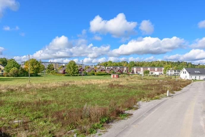 Bild: tomt på Solbacka Strandväg 12, Norrtälje kommun