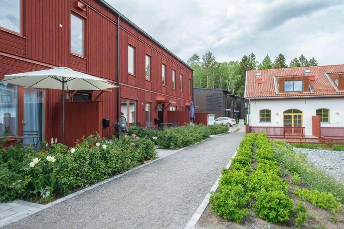 Bild: 3 rum radhus på Rådans Gårdsväg 43, Sollentuna kommun Silverdal